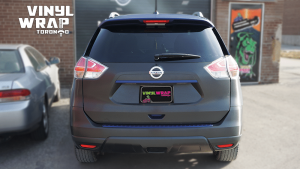 Nissan Rogue 2014 - Full Vinyl Wrap - Stripes - VinylWrapToronto.com - Best Vehicle Wrap in Toronto - After - Back - Custom Vinyl Racing Stripes